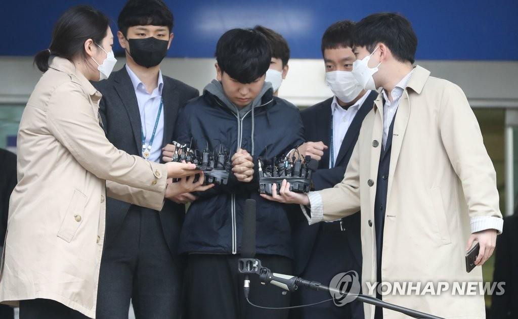 韩聊天室性剥削案共犯被送检露面