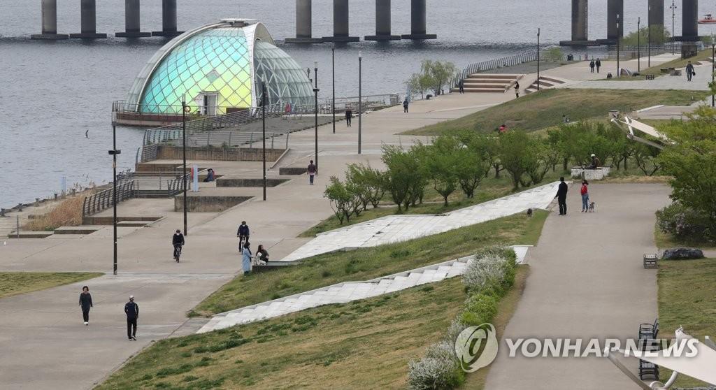 韩政府放宽社交距离限制引忧虑