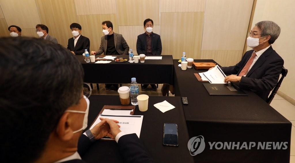 4月21日,韩国职业棒球联盟(KBO)紧急召开理事会会议。 韩联社