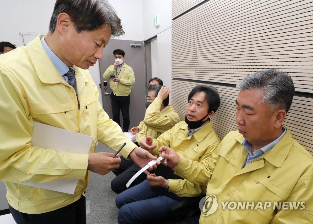 韩国今起实施居家隔离违规者佩戴手环措施