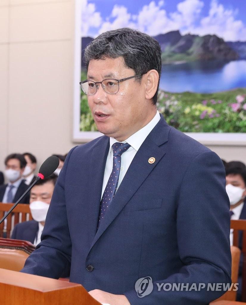 韩统一部长官走访非军事区韩方西部哨所