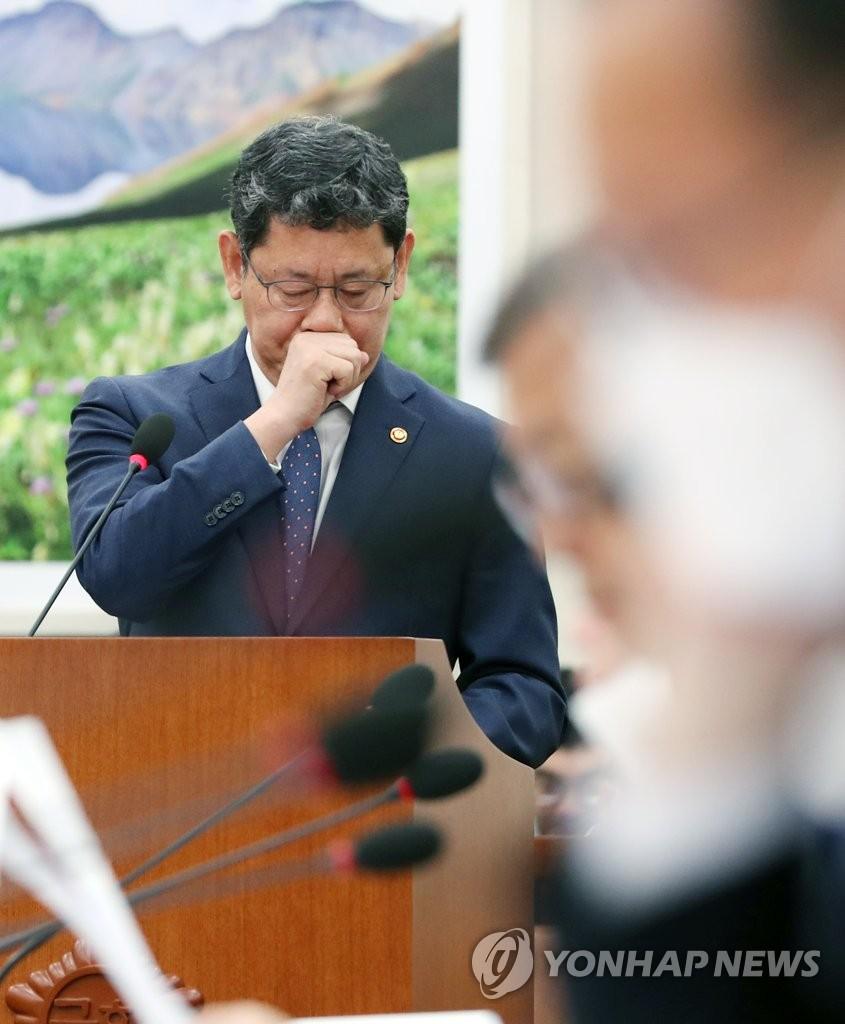 韩统一部长官:金正恩抱恙消息泛滥属信息疫情