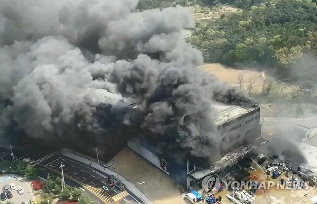 韩京畿道利川物流仓库失火致38人身亡