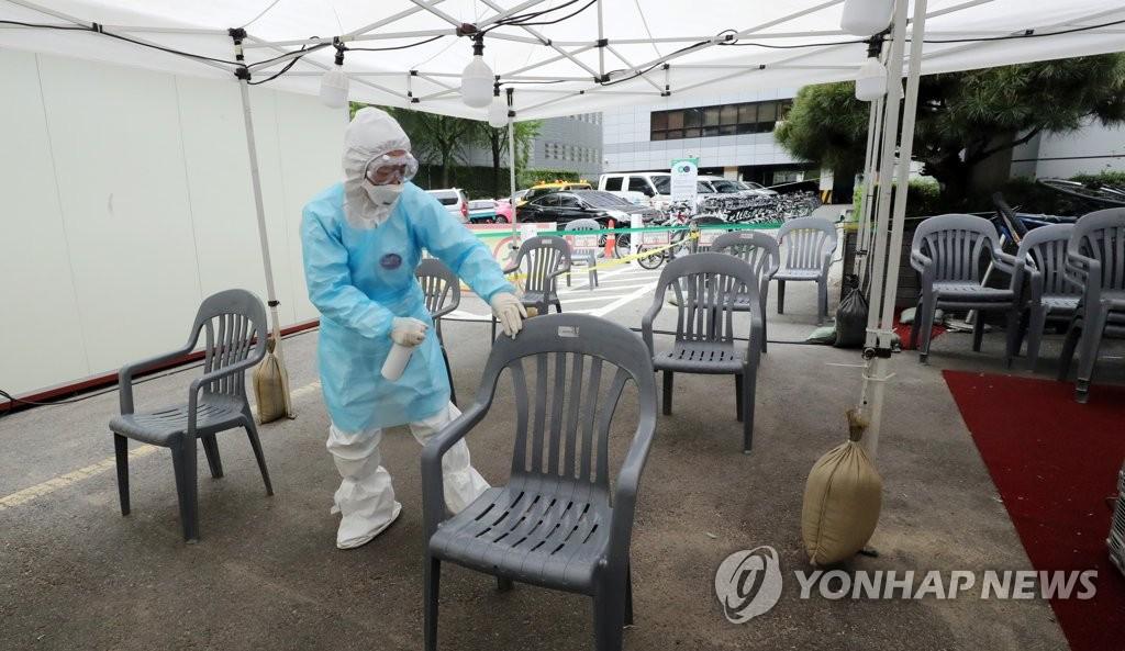 韩政府考虑减少新冠筛查诊所数量