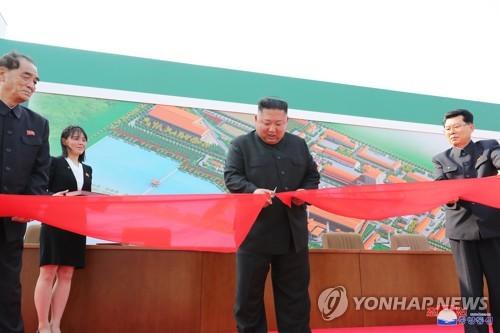 金正恩出席顺天磷肥厂竣工仪式