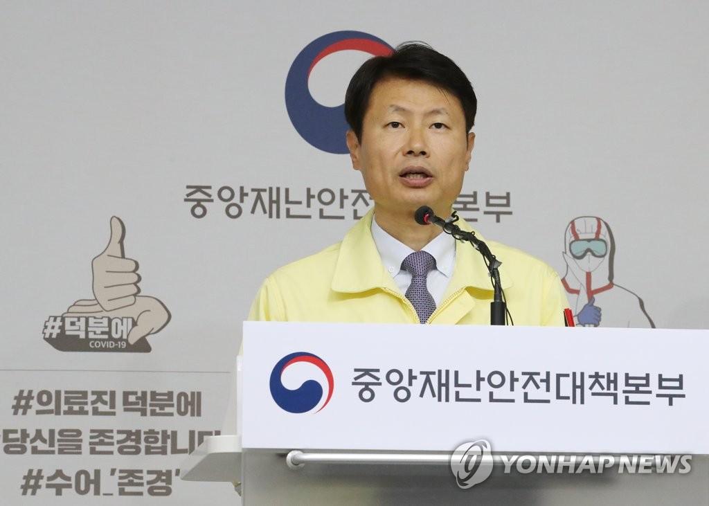 资料图片:韩国保健福祉部次官(副部长)金刚立 韩联社