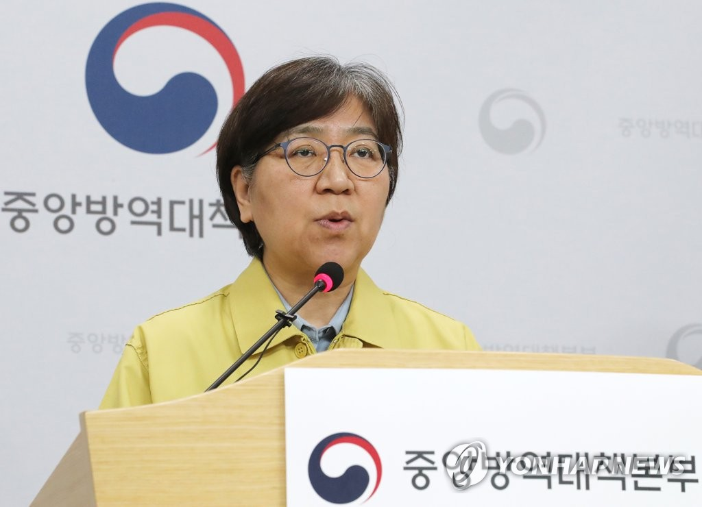 资料图片:5月8日,韩国中央防疫对策本部本部长郑银敬举行例行记者会。 韩联社