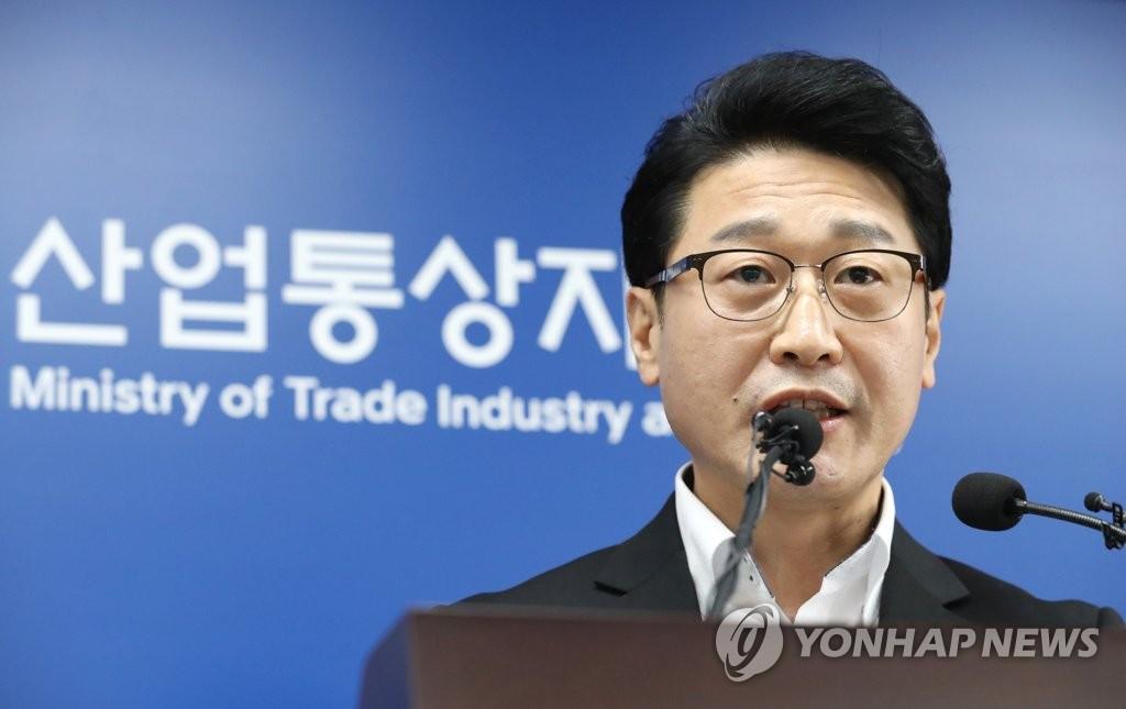 资料图片:5月12日,在世宗市,韩国产业通商资源部贸易政策官李浩铉就日本限贸应对现况和今后计划进行介绍。 韩联社
