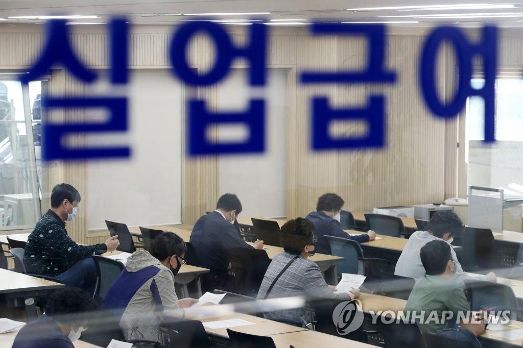 简讯:韩5月就业人口同比减39.2万人 失业率4.5%