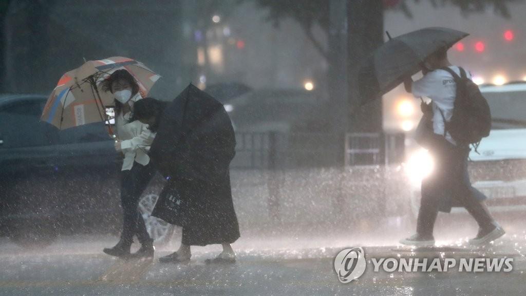 韩全境今明两日将有强风雨来袭