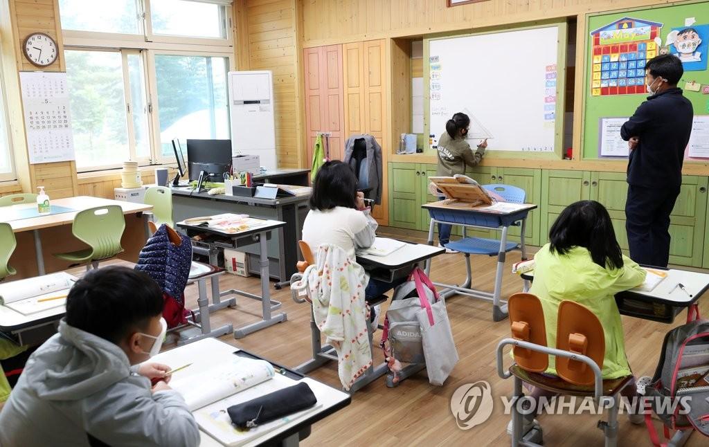 调查:韩国学生成绩居全球上游 学习信心缺失