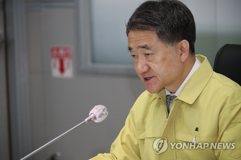 资料图片:中央灾难安全对策本部第一次长、保健福祉部长官朴凌厚 韩联社