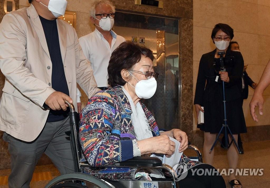 5月25日,在大邱,李容洙召开第二次记者会。 韩联社