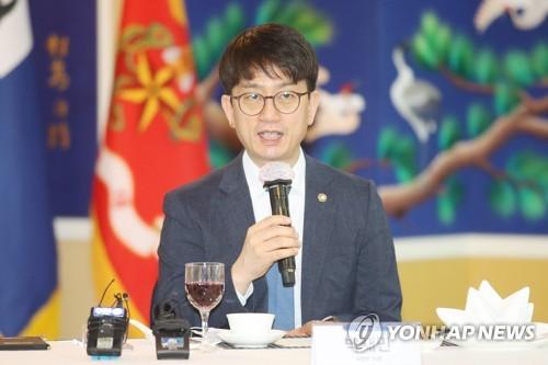 韩越副防长开视频会议共商抗疫