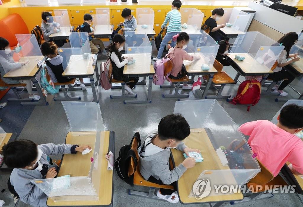 韩国中小学第三批学生返校复课