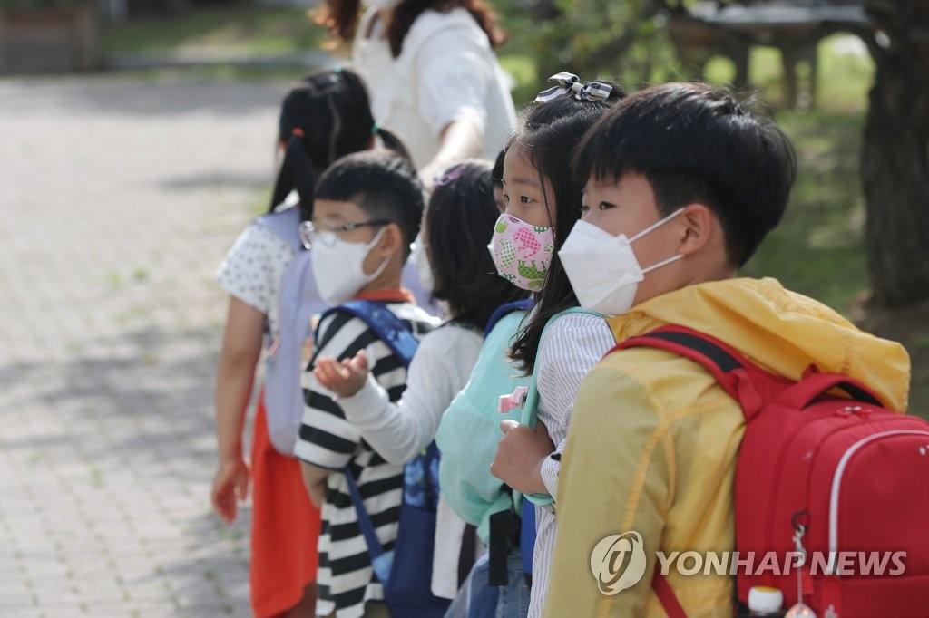 韩政府公布学生戴口罩指南