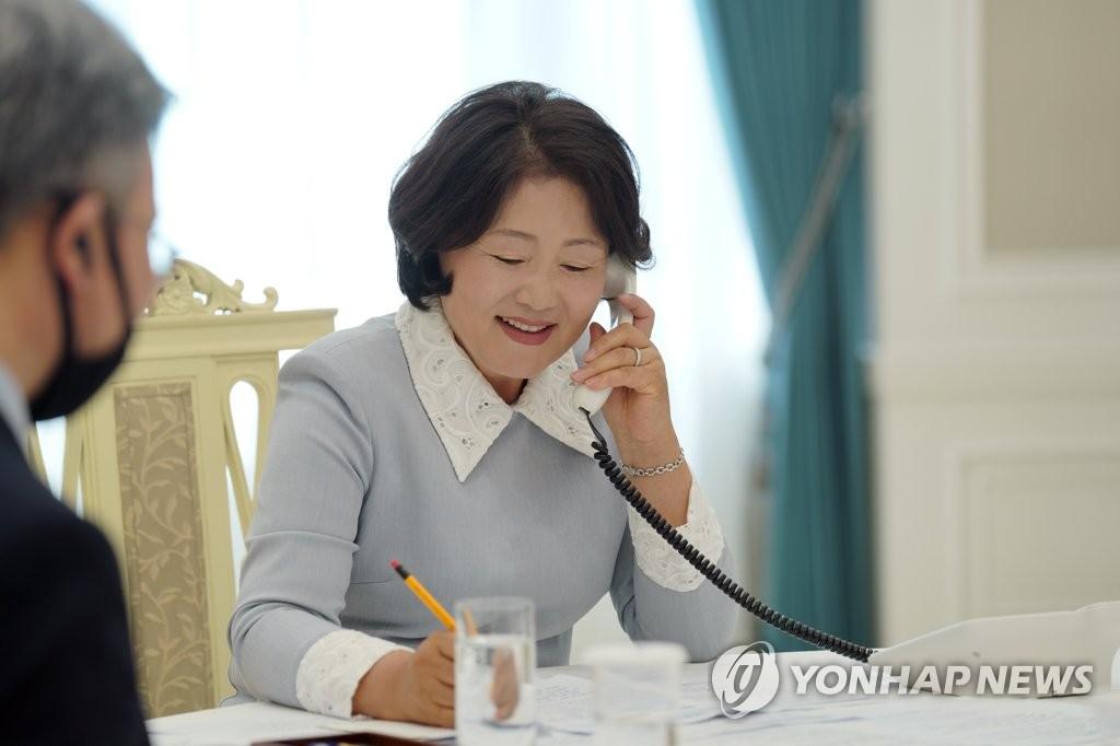 韩第一夫人与比利时王后通电话