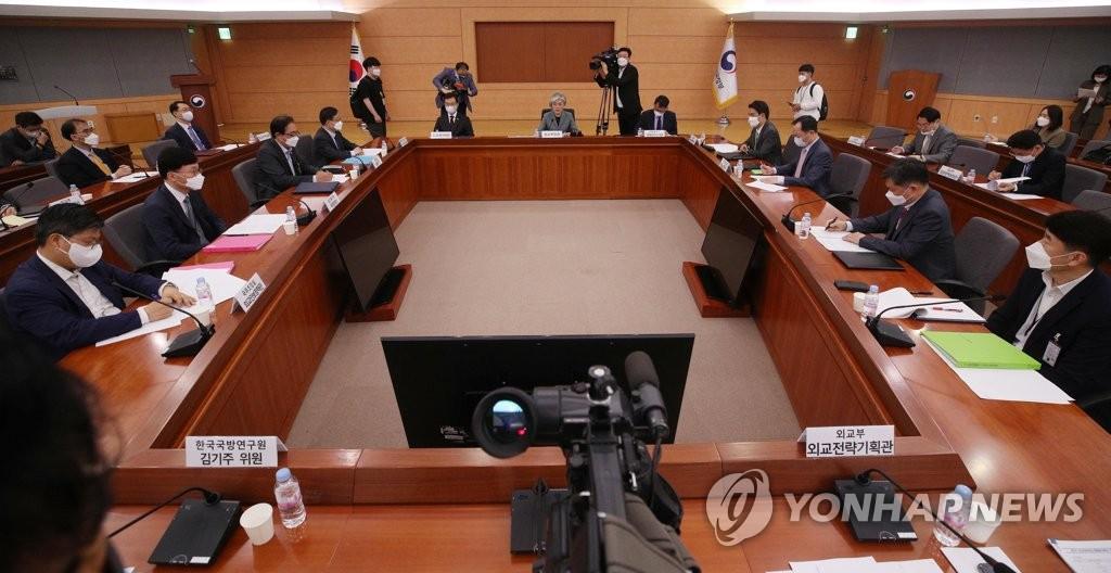 资料图片:外交战略调整会议综合小组第7次会议现场 韩联社
