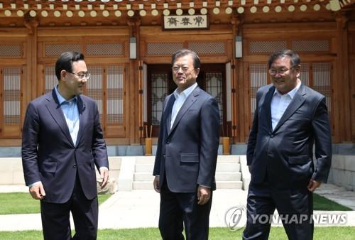 详讯:文在寅邀请朝野两党党鞭共进午餐