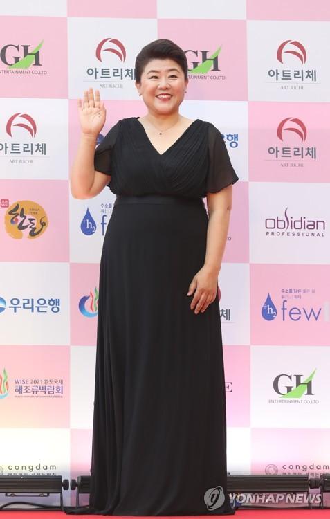 演员李姃垠