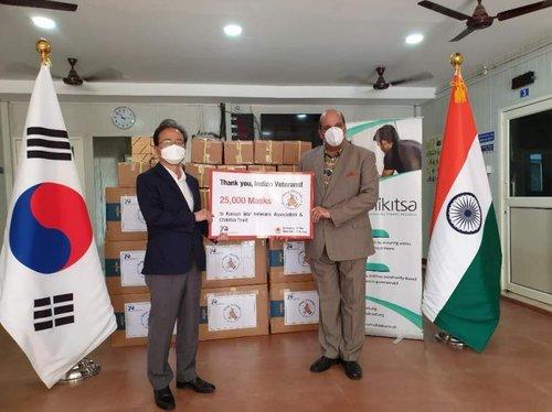 韩国向印度参战老兵赠送口罩