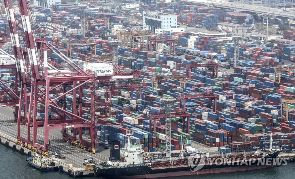 资料图片:釜山戡蛮码头 韩联社