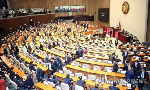 韩最大在野党退场抵制国会会议