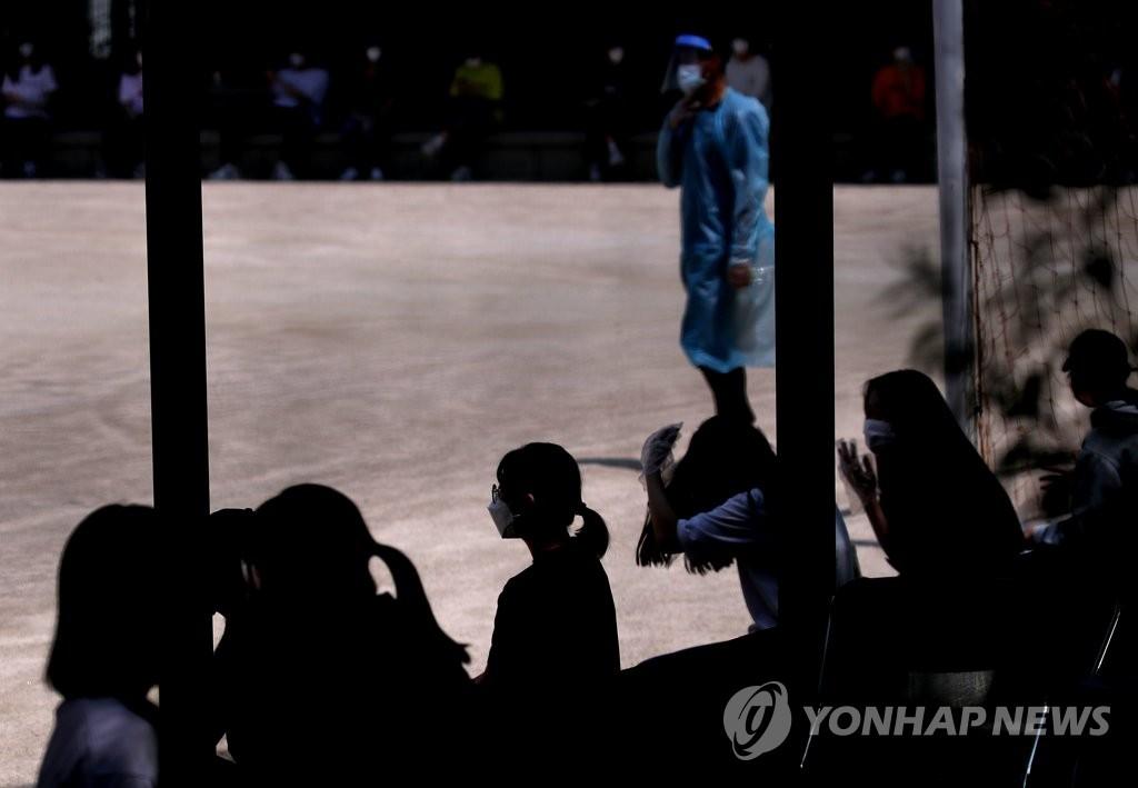 韩国最后一批学生线下复课 517所学校暂停返校