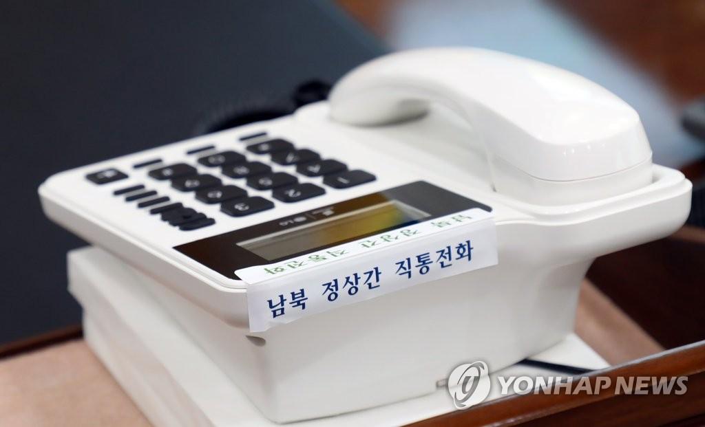资料图片:2018年4月20日在青瓦台安装的韩朝首脑直通电话机 韩联社