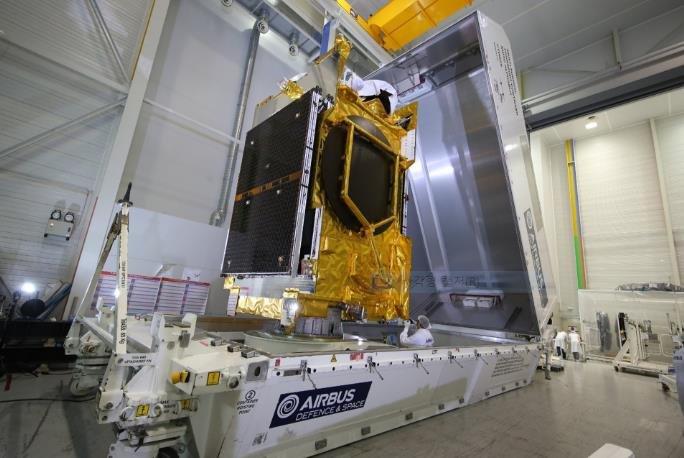 """图为韩国第一颗军事通信卫星""""Anasis-II""""。 韩联社/SpaceX官网截图(图片严禁转载复制)"""