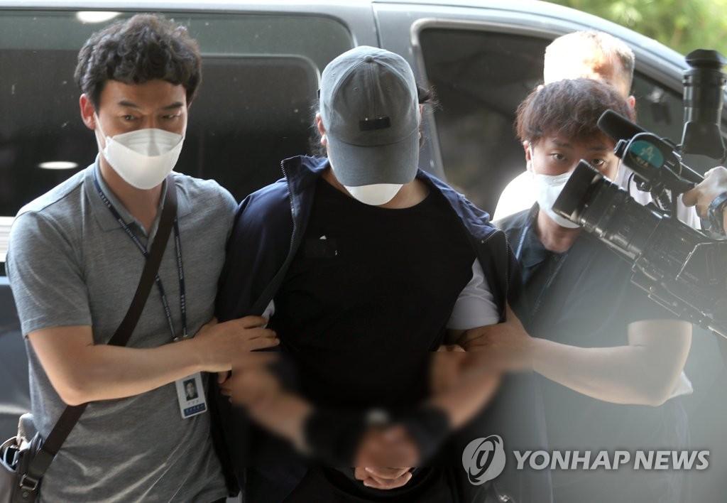 韩法院对虐童案嫌犯签发逮捕证