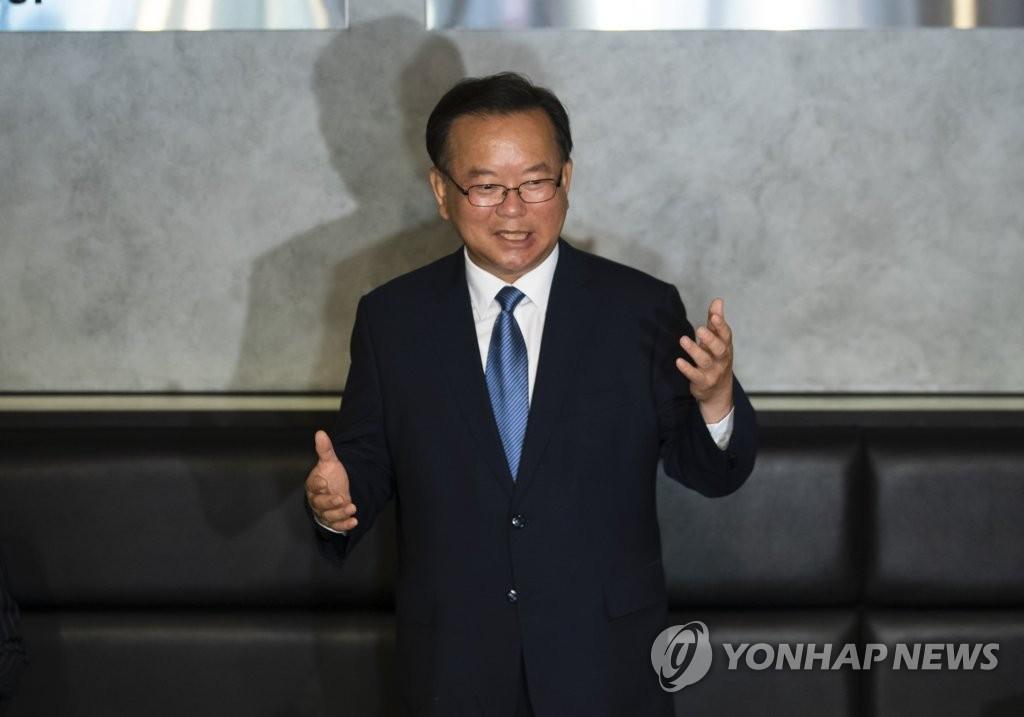 韩执政党前议员金富谦宣布竞选党首