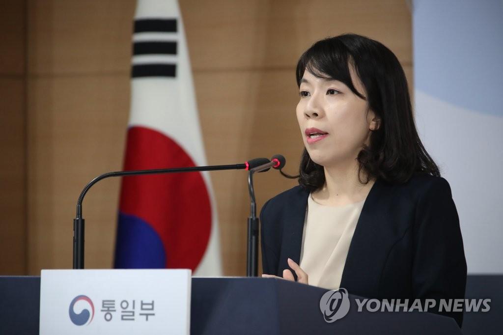 资料图片:6月19日,在中央政府首尔办公楼,赵惠实答记者问。 韩联社