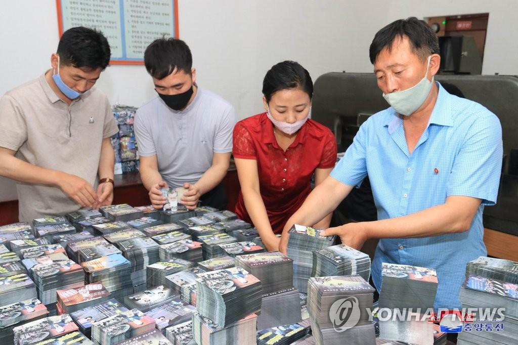 韩军密切关注朝鲜空飘传单动向