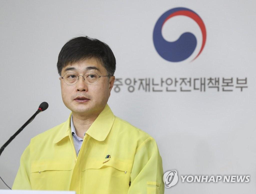 资料图片:韩国中央应急处置本部防疫总括组长尹泰皓 韩联社