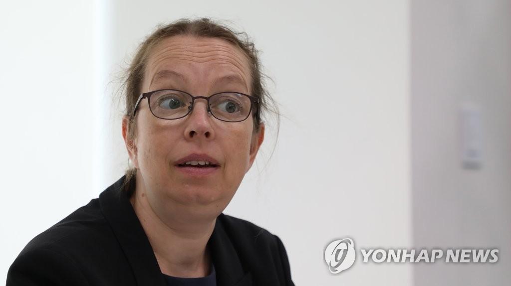 6月22日,联合国人权高专办驻首尔代表西涅·鲍尔森接受韩联社专访。 韩联社