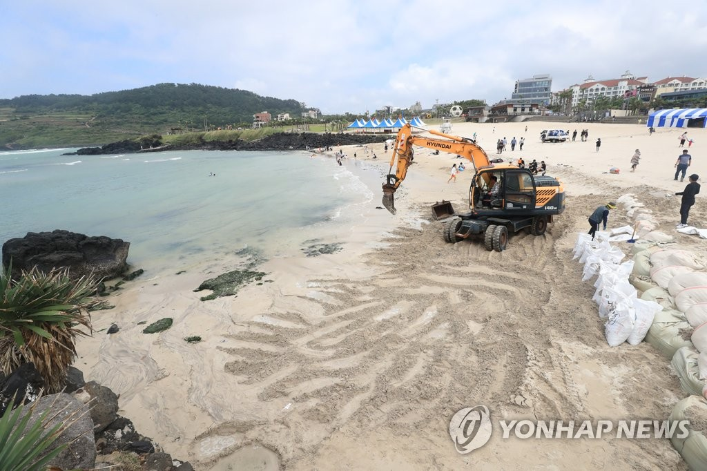 济州海水浴场准备开放