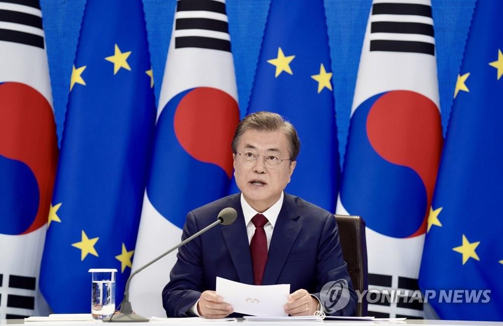 6月30日,在青瓦台,文在寅视频连线欧盟领导人。 韩联社