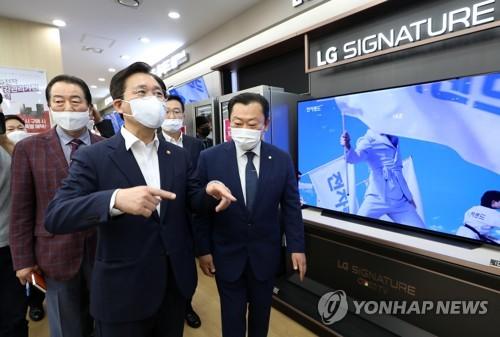 韩产业部长走访同行购物节现场