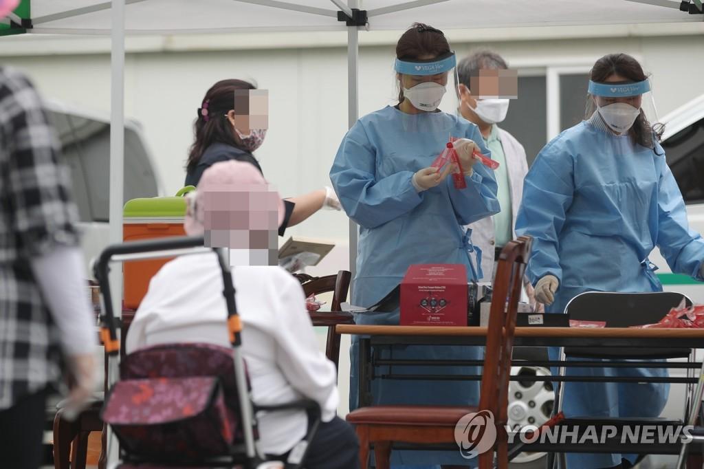 资料图片:临时筛查诊所 韩联社