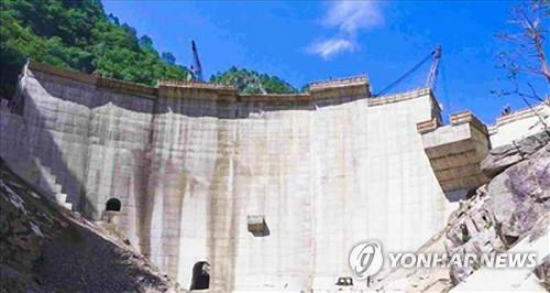 朝鲜光德山水坝建设现场