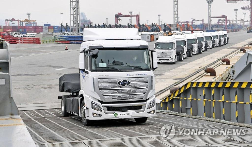 资料图片:现代汽车打造氢燃料电池重型卡车出口瑞士。 韩联社/现代汽车供图(图片严禁转载复制)