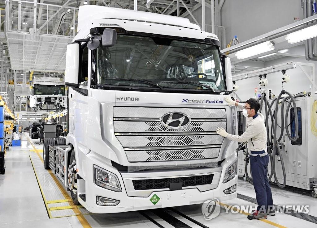 资料图片:现代汽车大型氢卡出口欧洲 韩联社/现代汽车供图(图片严禁转载复制)