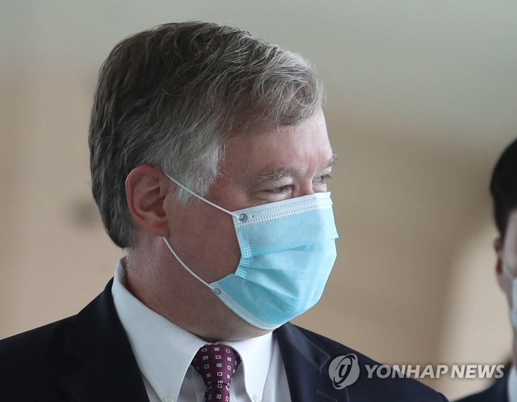 美副国务卿比根明起对韩进行任内最后一次访问