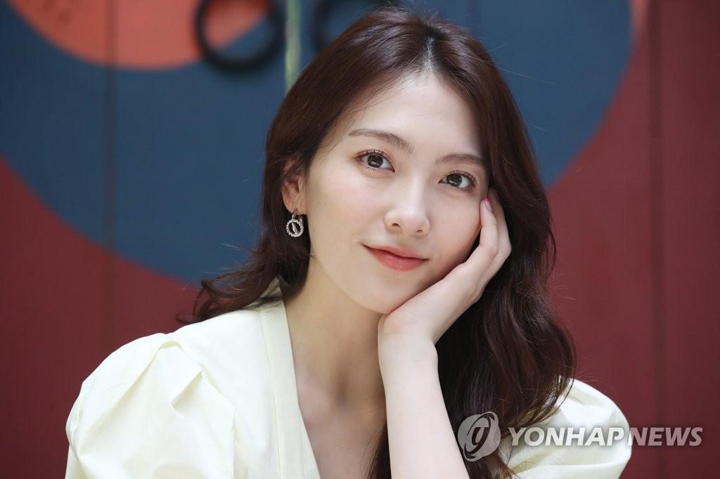 《宵夜男女》姜知英:时隔五年返韩拍戏寻回自我