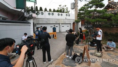 记者包围首尔市长官邸