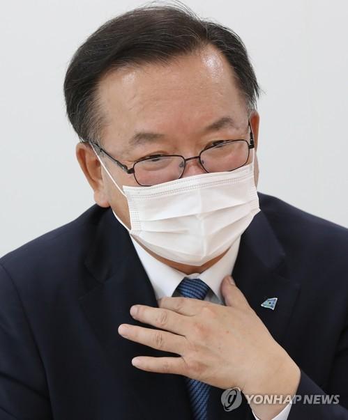 韩执政党前议员金富谦接受采访