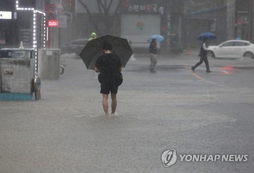 釜山出现暴雨天气