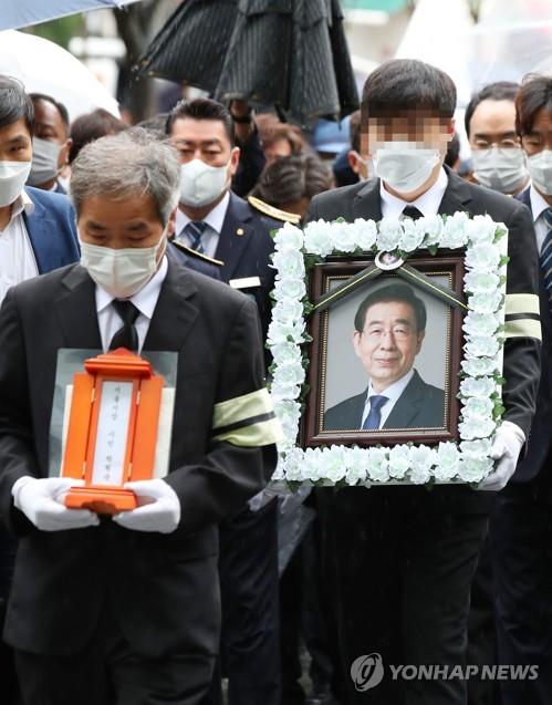 首尔市长朴元淳遗体告别仪式在市政厅举行