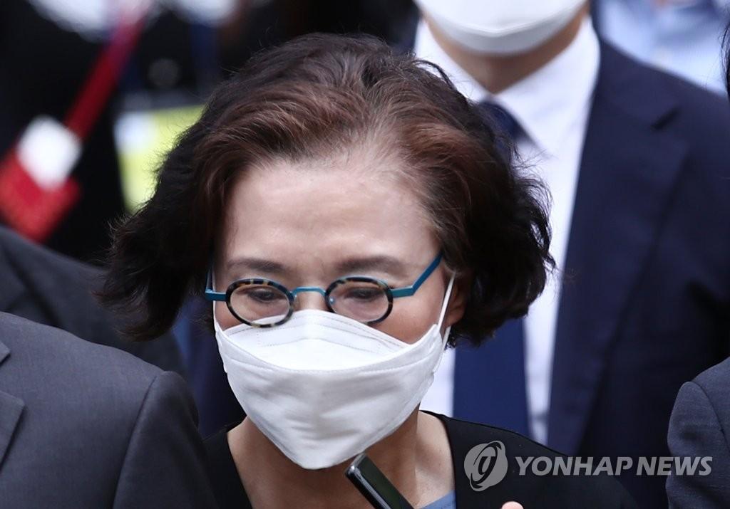 韩进集团前会长夫人涉施暴获刑2年缓刑3年